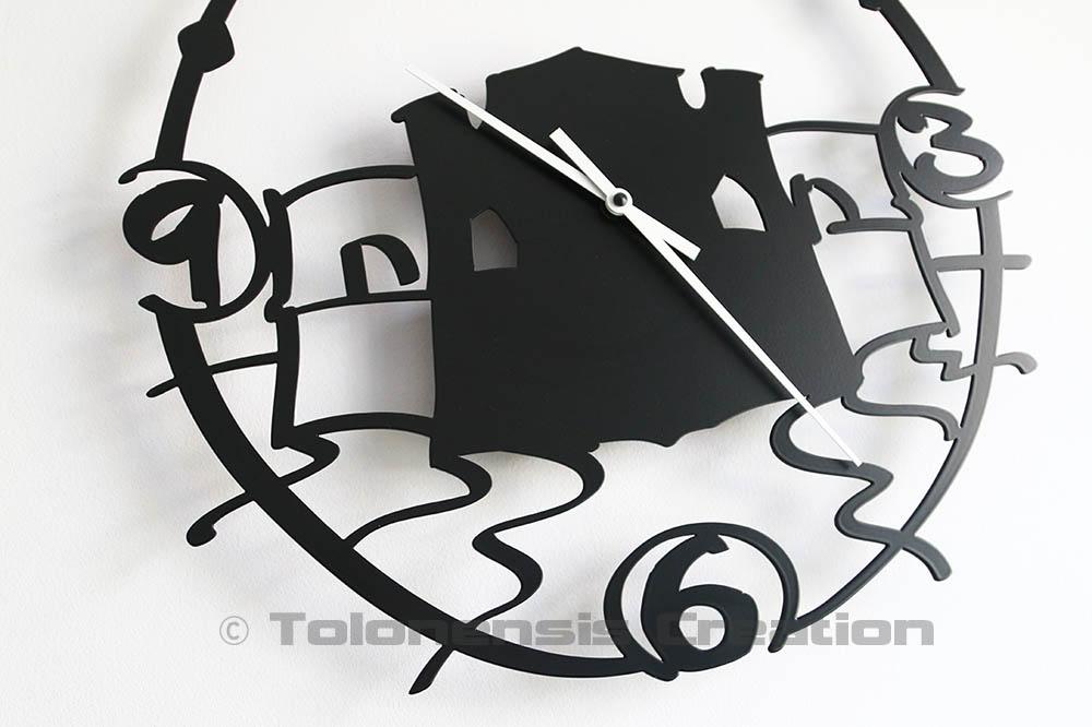L'horloge du Fort Saint Louis dans le quartier du Mourillon à Toulon. Une horloge murale thématique tout en originalité - Design Jacques Lahitte © Tolonensis Creation