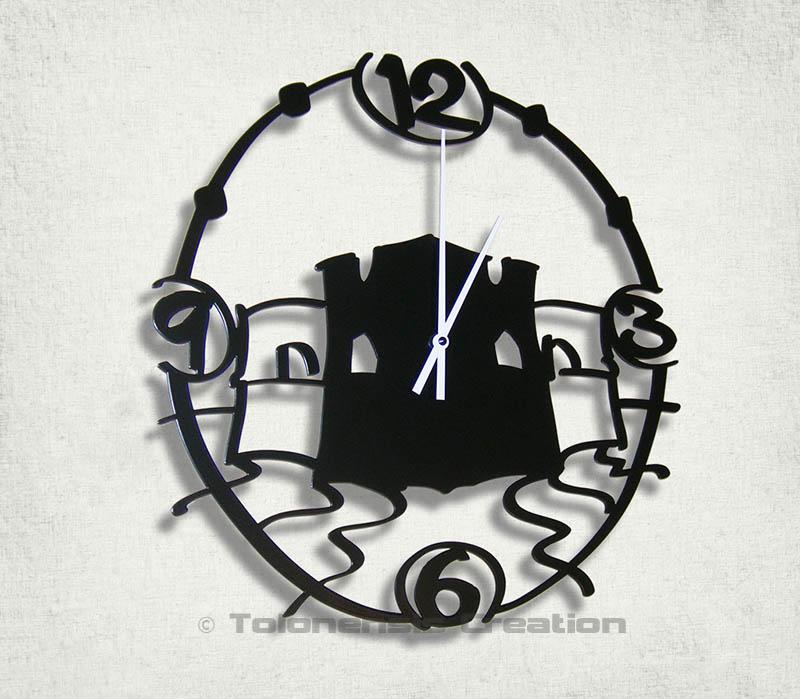 Horloge fort Saint Louis du quartier du Mourillon à Toulon. Horloge murale en métal découpée laser d'un diamètre de 40 cm.